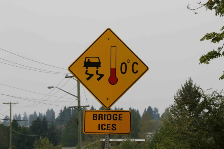 Bridge Ices, advisory sign, Nanaimo, B.C. (photo by West Coast Driver Training & Education)
